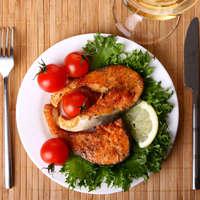 Gegrillter Lachs und dazu einen Top-Wein: Bon appetit.